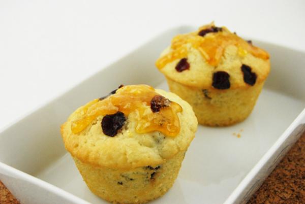 Cách làm bánh bông lan nho khô cho bữa sáng ngọt ngào