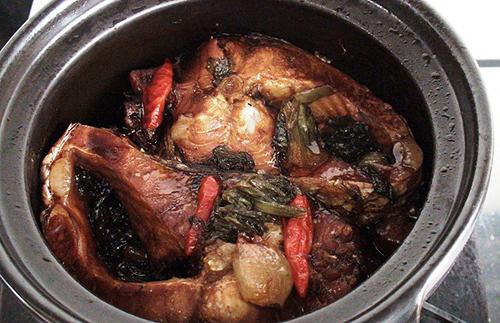 Đậm đà, đưa cơm với món cá kho dưa chua ngày cuối tuần