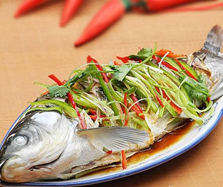 Cách làm món cá hấp gừng cay thơm, cho ngày mưa