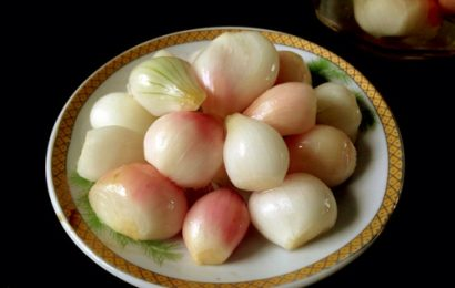 Cách muối dưa hành chua, ngon, không bị hú thích hợp ngày Tết