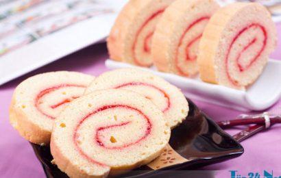 Cách làm bánh bông lan cuộn dâu tây ngon độc đáo