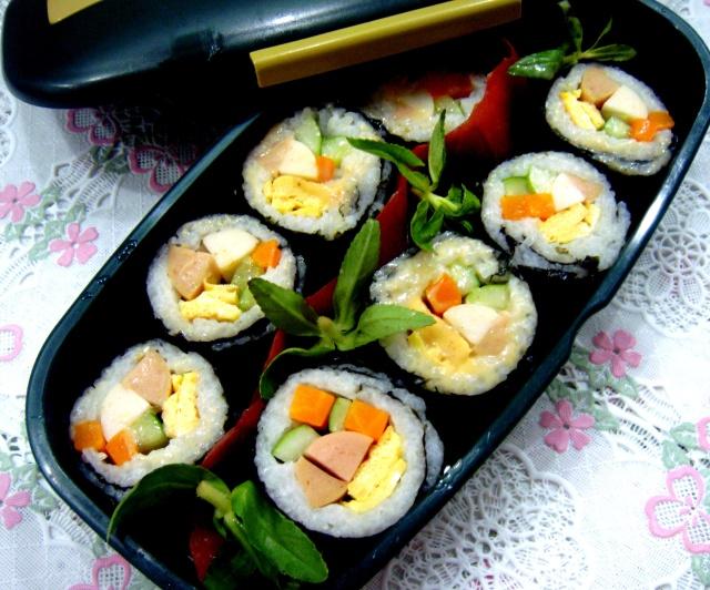 cach lam sushi Nhat Ban thom ngon 8