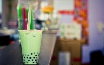 Một ly trà sữa trân châu vị trà xanh (matcha) tươi mát cho ngày hè