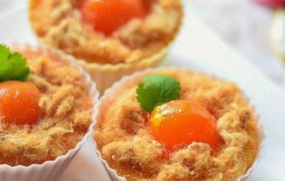 Cách làm bánh bông lan trứng muối chà bông ngon lạ miệng