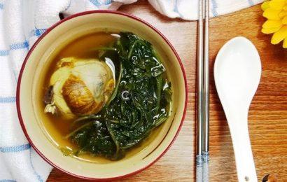 Bổ dưỡng như trứng vịt lộn hầm ngải cứu thơm ngon, dễ ăn