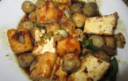Thực đơn nhẹ nhàng cuối tuần với món đậu hũ kho nấm rơm