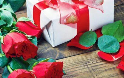 Cách chọn quà giáng sinh cho bạn gái ý nghĩa và hợp túi tiền