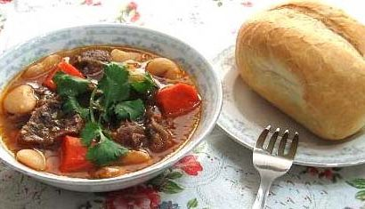 Chia sẻ công thức nấu thịt bò sốt vang với gấc ngon lạ lùng