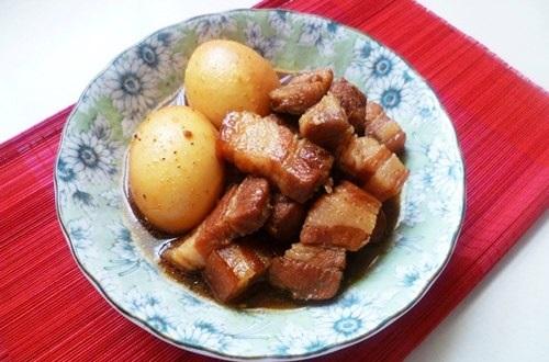 Cách nấu thịt kho hột vịt nước dừa ngon hấp dẫn