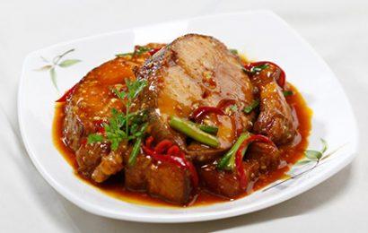 Không sợ béo với cách nấu cá kho thịt ba chỉ cho ngày trở lạnh