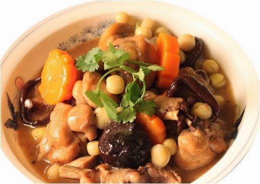 Cách nấu gà hầm hạt sen ngon, bổ dưỡng cho sức khỏe