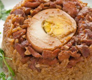 Cơm hấp thịt gà kho tàu hương vị tuy quen mà lạ
