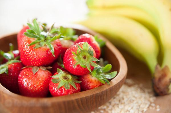 cách làm sinh tố chuối dâu tây 1
