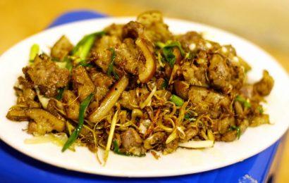Lạ miệng, ngon cơm với 2 cách ướp thịt chó xào lăn