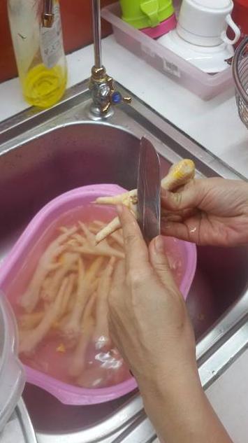 Cách làm chân gà ngâm chua ngọt sả ớt 1