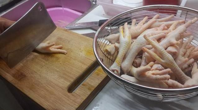 Cách làm chân gà ngâm chua ngọt sả ớt 3
