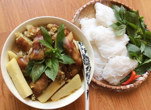 Cách làm món giả cầy nấu măng tươi vào tiết trời se lạnh