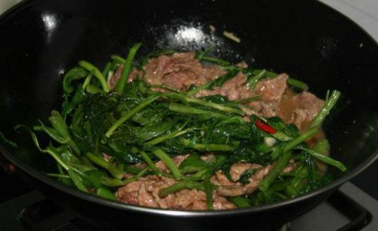 Cách làm rau muống xào thịt bò