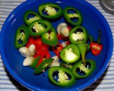 Hướng dẫn cách ngâm ớt xanh với giấm ngon và bảo quản được lâu