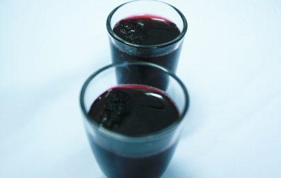 Cách ngâm rượu dâu ngon tại nhà giúp bổ huyết, ngủ ngon
