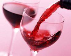 Bật mí cách ngâm rượu nho đen chẳng khác gì phương Tây