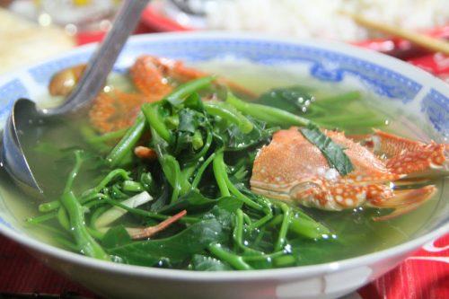 canh cua biển nấu rau muống