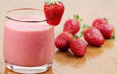 Cách làm sinh tố dâu sữa chua bổ dưỡng tại nhà