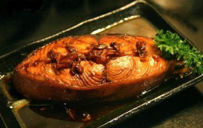 Cách kho cá hồi ngon tuyệt cú mèo, ăn là nghiền