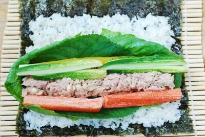 Cách làm kimbap cá ngừ đậm đà hương vị đặc trưng 7