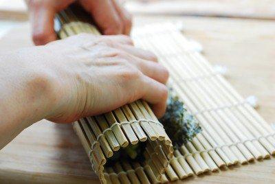 Cách làm kimbap cá ngừ đậm đà hương vị đặc trưng 8