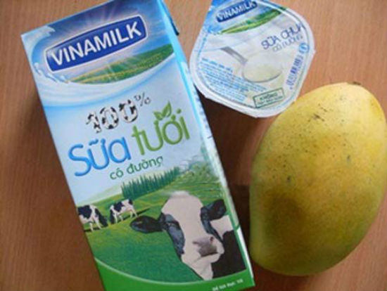 Cách làm sinh tố xoài với sữa tươi