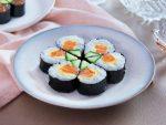 Cách làm sushi cá hồi cho bữa ăn thêm hấp dẫn và sang trọng 9