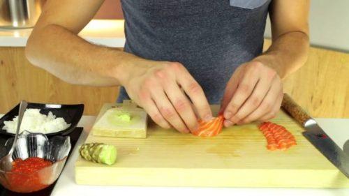 Cách làm sushi cá ngừ nhìn thì đã mắt, ăn thì tuyệt ngon 2