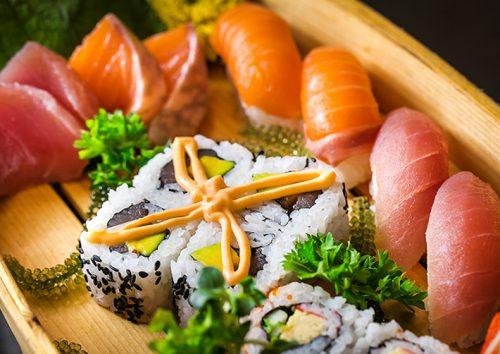 Cách làm sushi cá ngừ nhìn thì đã mắt, ăn thì tuyệt ngon 3