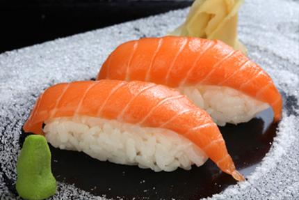 Cách làm sushi cá sống chỉ cần ăn là mê ngay 3