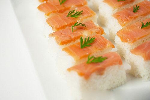 Cách làm sushi cá sống chỉ cần ăn là mê ngay 4