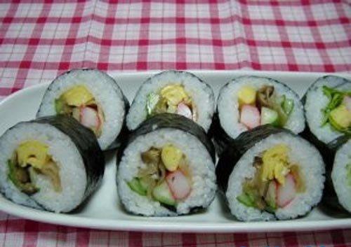 Cách làm sushi chay đơn giản cho bữa ăn thêm ngon và thanh đạm 5