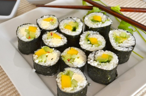 Cách làm sushi rau củ thanh đạm mà không kém phần ngon miệng
