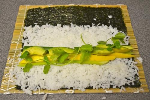 Cách làm sushi rau củ thanh đạm mà không kém phần ngon miệng 3
