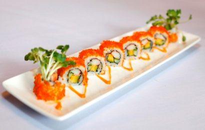 Cách làm sushi thanh cua đơn giản mà đầy đủ hương sắc