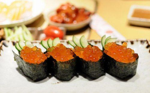 Cách làm sushi trứng cá hồi đúng điệu 1