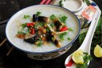 Cháo lươn nấu với rau gì cho bé