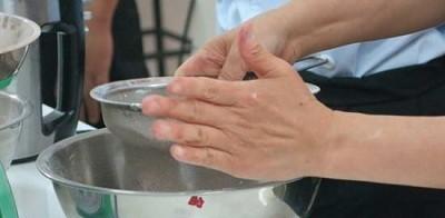 Cách làm bánh bông lan bằng bột mikko tiện lợi đến không ngờ 2