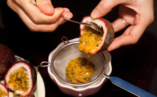 Cách làm caramen chanh leo ngậy chua lạ miệng 2