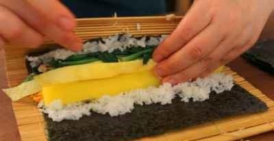 Cách làm Kimbap thịt bò thơm ngon 8