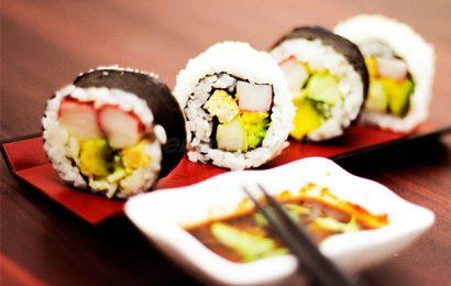 Cách làm sushi bằng khuôn nhanh gọn mà chẳng bẩn tay