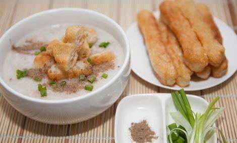 Cách nấu cháo sườn bằng bột gạo nhanh gọn mà vẫn ngon
