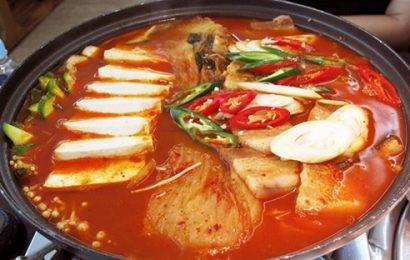 Cách nấu lẩu kim chi ngon đúng điệu, ăn quên sầu