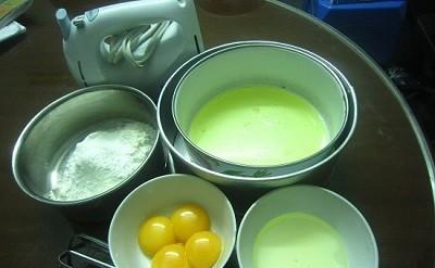 Làm bánh bông lan trứng muối bằng lò vi sóng dễ như chơi 1