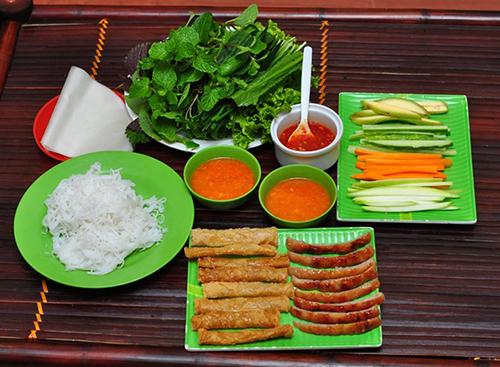 Khám phá 6 địa chỉ ăn nem chua nướng ngon ở Hà Nội 1
